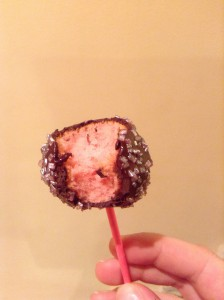 Masa de cake pops con colorante rosa Sugarflair