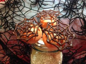 Cake pops con telas de araña de chocolate