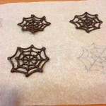 Telas de araña con chocolate negro